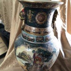 Antigüedades: IMPRESIONANTE JARRON DE PORCELANA MARCA SATSUMA DECORADO CON ESCENAS JAPONESAS TRADICIONALES. Lote 208214742
