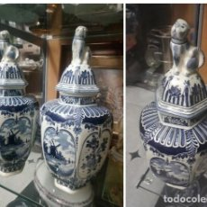 Antigüedades: PAREJA TIBORES PORCELANA..BLAUW DELFT,S...MADE FOR ROYAL SPHINX BY BOCH. Lote 208239248
