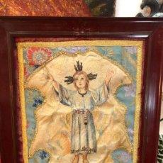 Antigüedades: ANTIGUO BORDADO EN SEDA DE NIÑO JESUS - MEDIDA MARCO 60X50 CM - RELIGIOSO. Lote 208280727