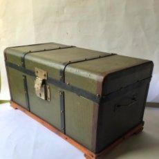 Antigüedades: MUY ANTIGUO BAULITO ENMADERA Y PIEL , SIGLO XIX. Lote 208303092