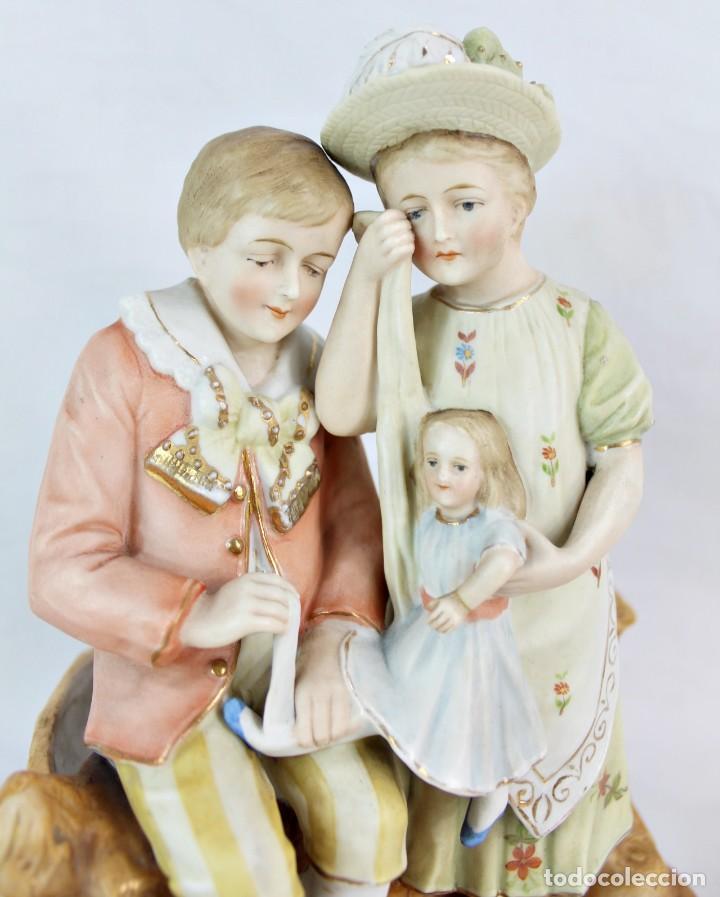 Antigüedades: Figura niña y niño con muñeca. Porcelana biscuit. Thuringia ca 1890. Bisque porcelain figurine - Foto 2 - 208349335