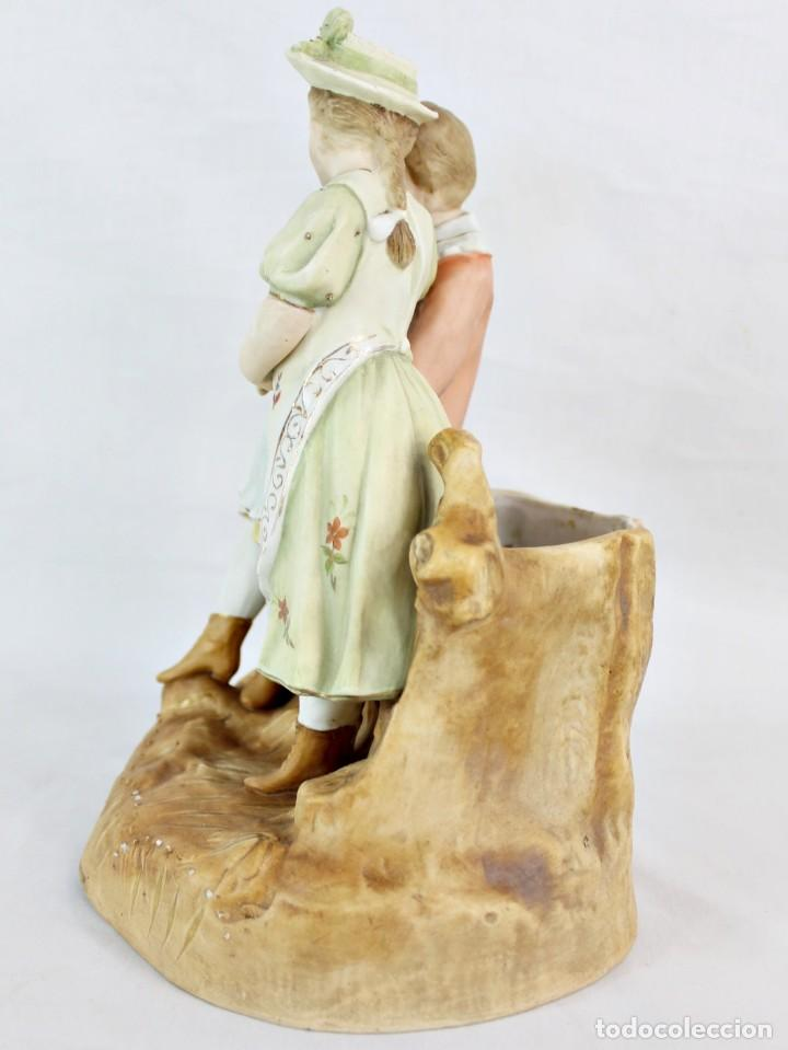 Antigüedades: Figura niña y niño con muñeca. Porcelana biscuit. Thuringia ca 1890. Bisque porcelain figurine - Foto 4 - 208349335