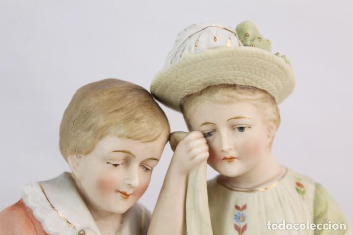 Antigüedades: Figura niña y niño con muñeca. Porcelana biscuit. Thuringia ca 1890. Bisque porcelain figurine - Foto 9 - 208349335