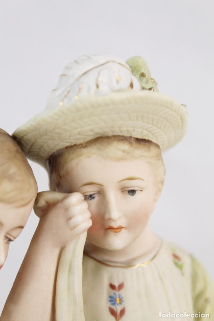 Antigüedades: Figura niña y niño con muñeca. Porcelana biscuit. Thuringia ca 1890. Bisque porcelain figurine - Foto 11 - 208349335