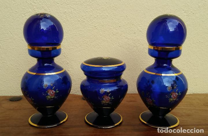 JUEGO DE TOCADOR DE CRISTAL SOPLADO AZUL Y ORO, COMPLETO, PERFECTO ESTADO (Antigüedades - Cristal y Vidrio - Italiano)