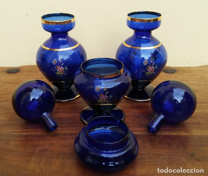 Antigüedades: JUEGO DE TOCADOR DE CRISTAL SOPLADO AZUL Y ORO, COMPLETO, PERFECTO ESTADO - Foto 5 - 208389306