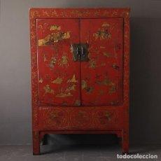 Antigüedades: ANTIGUO ARMARIO CHINO DE OLMO LACADO EN ROJO Y DETALLES PINTADOS A MANO SHANXI CHINA S XIX. Lote 208403303