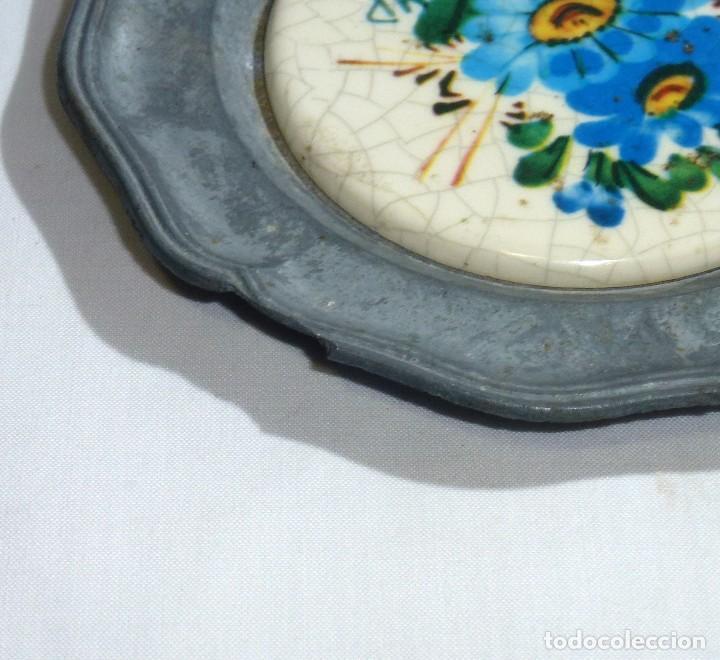 Antigüedades: Pareja De Platos De Peltre Y Ceramica Esmaltada. Para Colgar. Sellados.10 Cm. - Foto 5 - 219029292