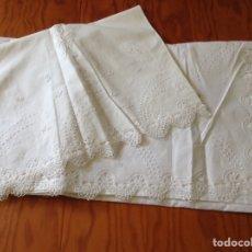 Antigüedades: SABANAS BORDADAS DE HILO Y ENCAJE. Lote 208447122