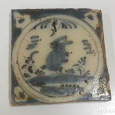 Oggetti Antichi: AZULEJO/BALDOSA DE TRIANA FIGURA CONEJO S.XVIII (1891). Lote 208475190