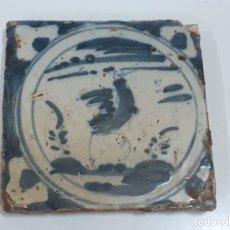 Oggetti Antichi: AZULEJO/BALDOSA DE TRIANA FIGURA GALLO S.XVIII (1894). Lote 208475688