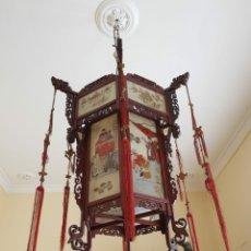 Antigüedades: LAMPARA CHINA GRAN TAMAÑO DE CRISTAL PINTADO Y MADERA. Lote 208479393