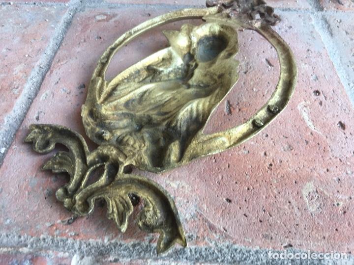 Antigüedades: Antiguo ornamento de bronce 664 gramos - Virgen de la paloma - Figura, aplique, aplicación - Foto 8 - 208502632