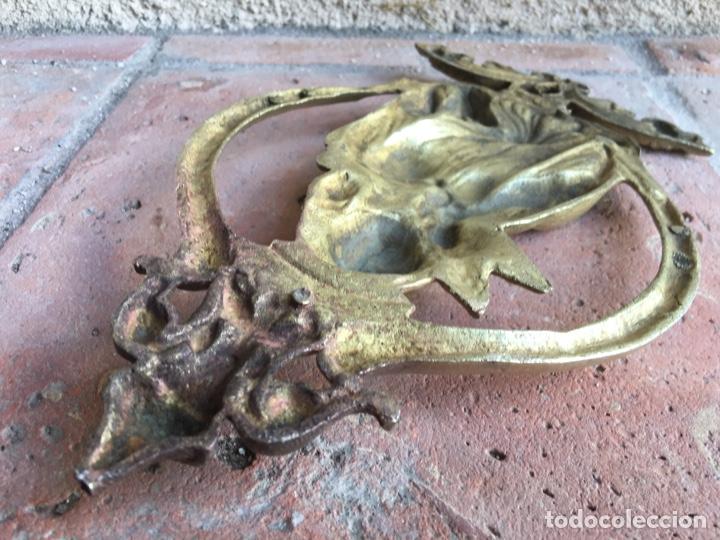 Antigüedades: Antiguo ornamento de bronce 664 gramos - Virgen de la paloma - Figura, aplique, aplicación - Foto 9 - 208502632