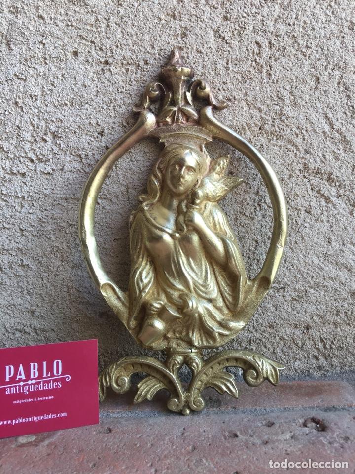 ANTIGUO ORNAMENTO DE BRONCE 664 GRAMOS - VIRGEN DE LA PALOMA - FIGURA, APLIQUE, APLICACIÓN (Antigüedades - Religiosas - Ornamentos Antiguos)