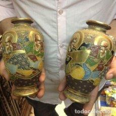 Antigüedades: PAREJA JARRONES CHINOS SATSUMA MEIJI 1868/1913..SIGLO XIX...KWAN YIN Y LOS INMORTALES. Lote 208581591