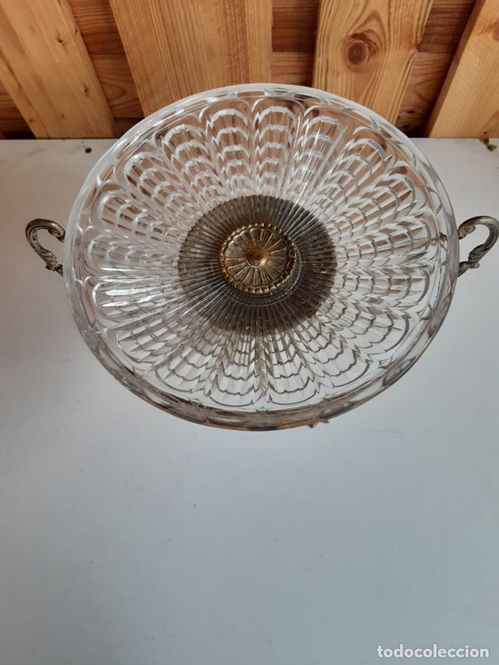 Antigüedades: Antiguo centro de mesa de cristal y bronce - Foto 3 - 208585908