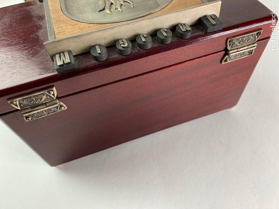 Antigüedades: CAJA DE MUSICA DE MADERA Y PLATA CON INICIALES. S.XX. - Foto 8 - 208689961