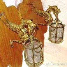 Antigüedades: ELEGANTE PAREJA DE FAROLES DE BRONCE .CRISTAL TALLADO.LAMPARA.FAROL. Lote 208770186