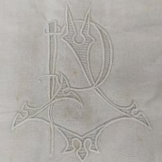 Antigüedades: SÁBANA DE MATRIMONIO EN LINO. INICIALES J.P BORDADAS. MEDIDAS 280X215. ESPAÑA. SIGLO XIX. Lote 208843663