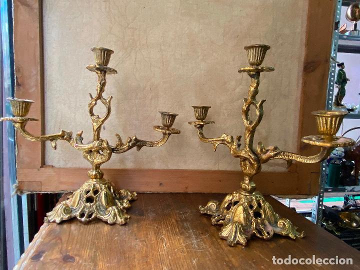 Antigüedades: PAREJA DE CANDELABROS EN BRONCE DE TRES BRAZOS - Foto 7 - 208853310