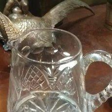Antiquités: JARRA DE CRISTAL TALLADO Y BASE DE PLATA DE LEY PARA AGUA DEL WISKY MUY BUENA. Lote 208861245