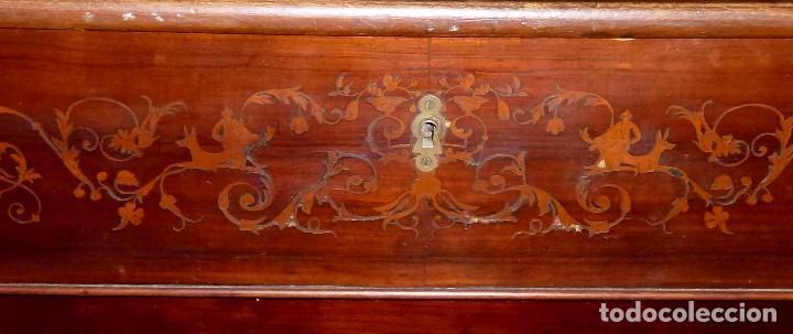 Antigüedades: Antigua Cómoda De Madera Con Marquetería. Para Restaurar.114 x 120 x 58 Cm. - Foto 5 - 208896920