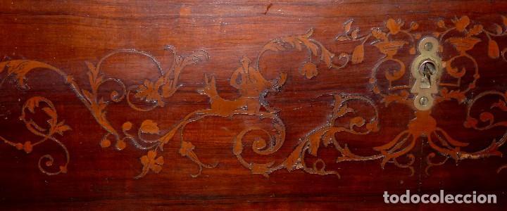 Antigüedades: Antigua Cómoda De Madera Con Marquetería. Para Restaurar.114 x 120 x 58 Cm. - Foto 6 - 208896920