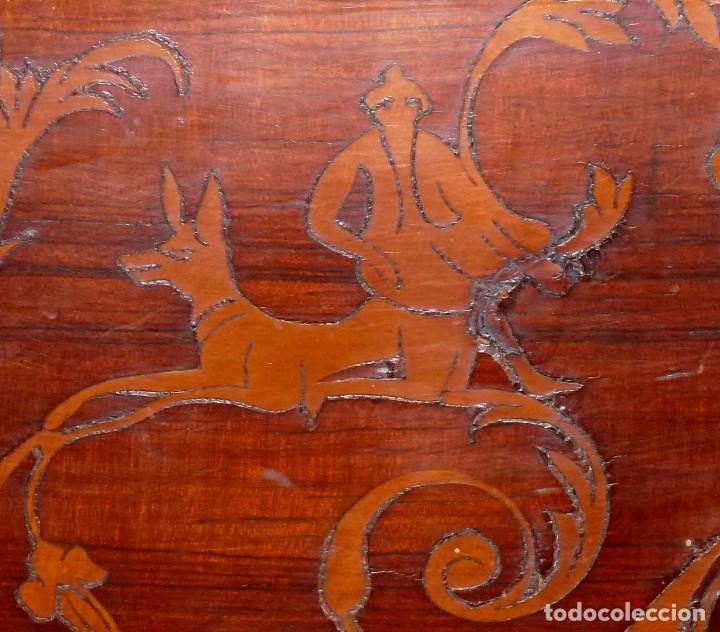 Antigüedades: Antigua Cómoda De Madera Con Marquetería. Para Restaurar.114 x 120 x 58 Cm. - Foto 7 - 208896920