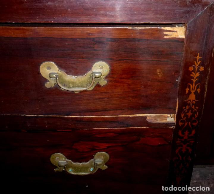 Antigüedades: Antigua Cómoda De Madera Con Marquetería. Para Restaurar.114 x 120 x 58 Cm. - Foto 9 - 208896920