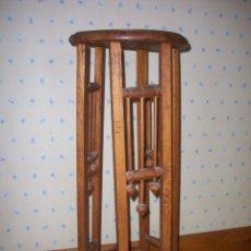 Antigüedades: MACETERO DE MADERA . ESTILO MODERNISTA .. Lote 208931525