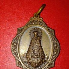 Oggetti Antichi: MEDALLA VIRGEN DE LOS DESAMPARADOS METAL PLATEADO. Lote 209054327
