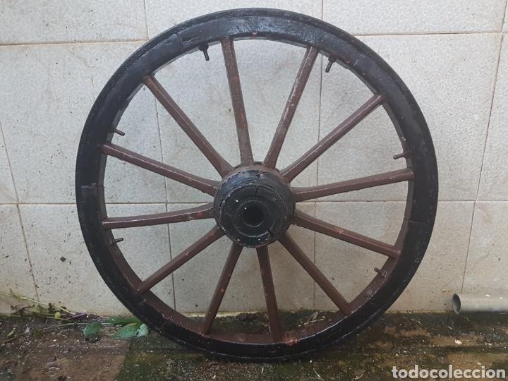 Antigüedades: Magnifica pequeña rueda de carro decoracion de patio - Foto 2 - 209055436