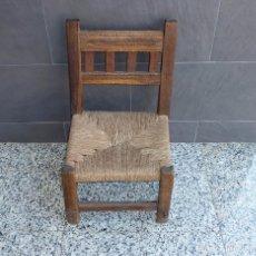 Antigüedades: ANTIGUA SILLA BAJA RUSTICA EN MADERA DE MORERA.ASIENTO DE ENEA.66 X 40CM.. Lote 209067815