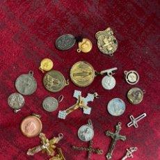 Antiguidades: LOTE CRUCES. MEDALLAS RELIGIOSAS PLATA Y METAL - VER FOTOS. Lote 209068516