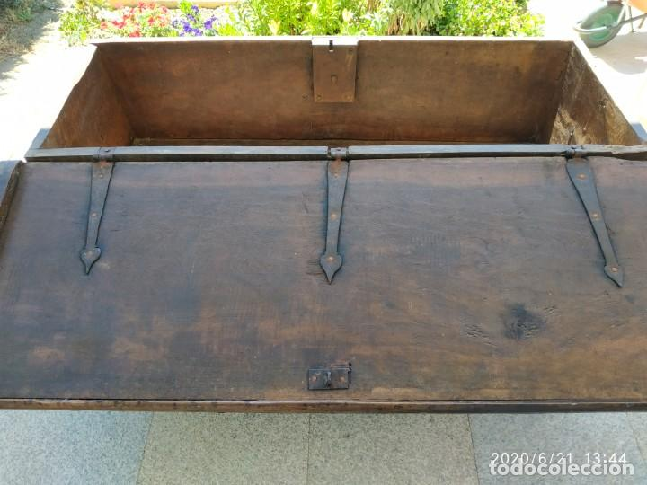 Antigüedades: Preciosa Arca de nogal de epoca. Medidas: 145-50-54 cm. - Foto 5 - 97598287