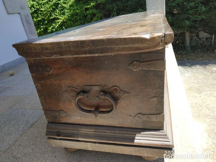 Antigüedades: Preciosa Arca de nogal de epoca. Medidas: 145-50-54 cm. - Foto 2 - 97598287