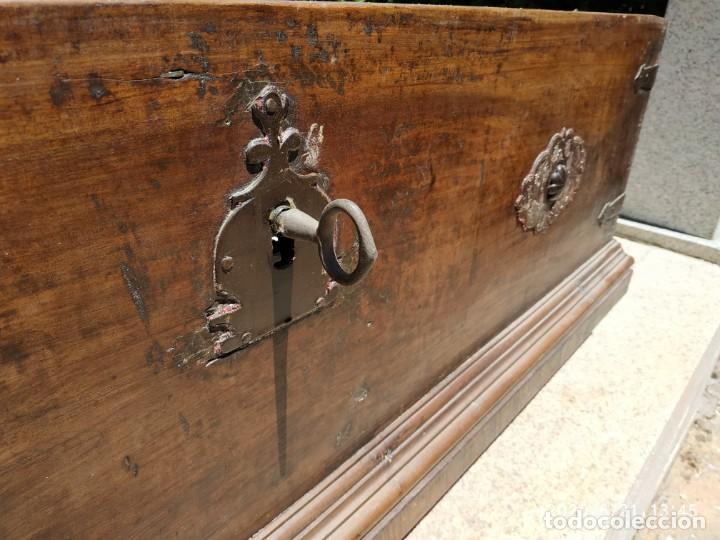 Antigüedades: Preciosa Arca de nogal de epoca. Medidas: 145-50-54 cm. - Foto 10 - 97598287