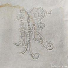 Antigüedades: SÁBANA DE MATRIMONIO EN LINO. 300X245. INICIALES F.R. BORDADAS. ESPAÑA. SIGLO XIX. Lote 209122848