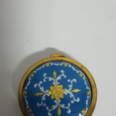Antigüedades: MONEDERO DE BRONCE Y ESMALTE S. XIX. Lote 209142438