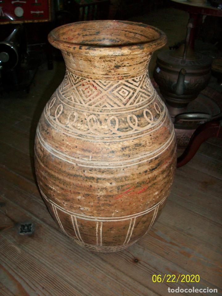 ANTIGUO JARRON DE BARRO (Antigüedades - Hogar y Decoración - Jarrones Antiguos)