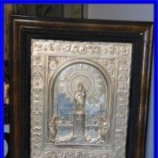 Antiquités: CUADRO DE LA VIRGEN DEL PILAR DE METAL PLATEADO MUY BONITO. Lote 209311921