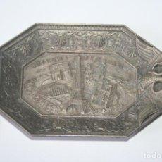 Antigüedades: PARÍS * ANTIGUA BANDEJA METAL OCTOGONAL CON ESCENA EN RELIEVE OFERTA. Lote 209357053