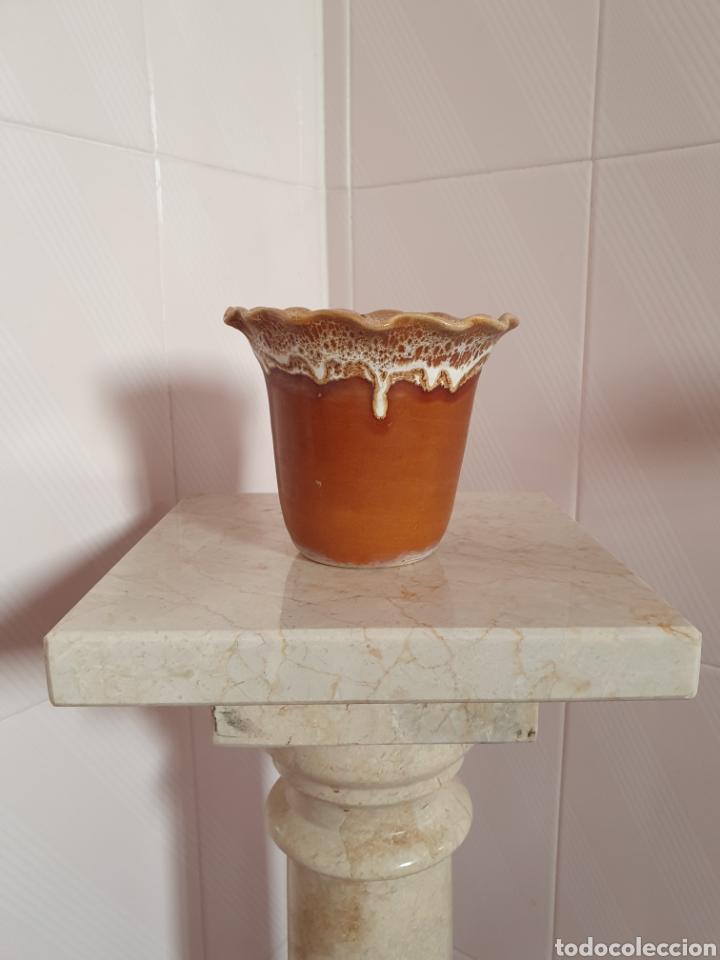 BONITA MACETA REALIZADA EN CERÁMICA (Antigüedades - Porcelanas y Cerámicas - Otras)