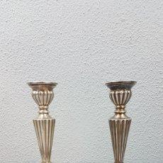 Antigüedades: PAREJA DE CANDELEROS DE PLATA PESO 192 GR. EN BUEN ESTADO DE CONSERVACIÓN GENERAL.. Lote 209386162