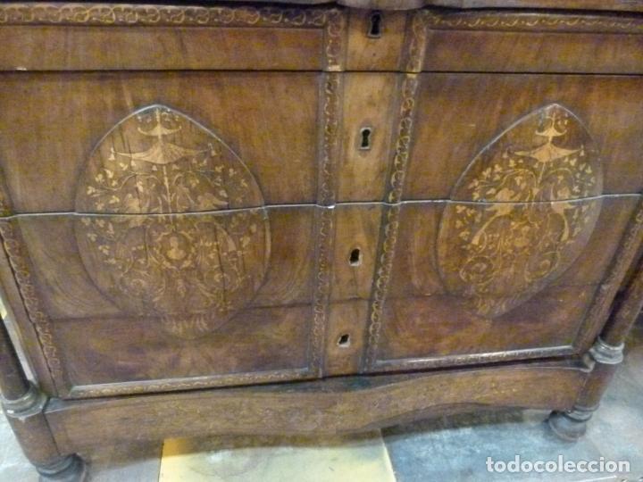 Antigüedades: COMODA ISABELINA DE NOGAL CON INCUSTRACIONES DE BOIX SIGLO XIX - Foto 4 - 209417430