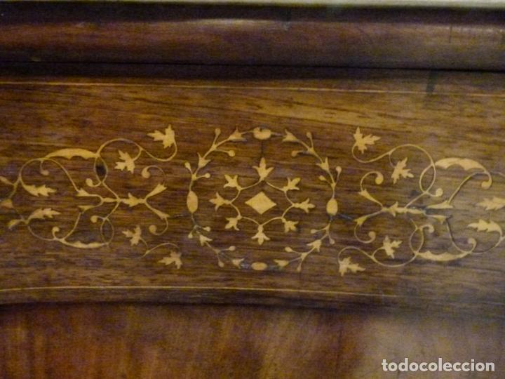Antigüedades: COMODA ISABELINA DE NOGAL CON INCUSTRACIONES DE BOIX SIGLO XIX - Foto 11 - 209417430