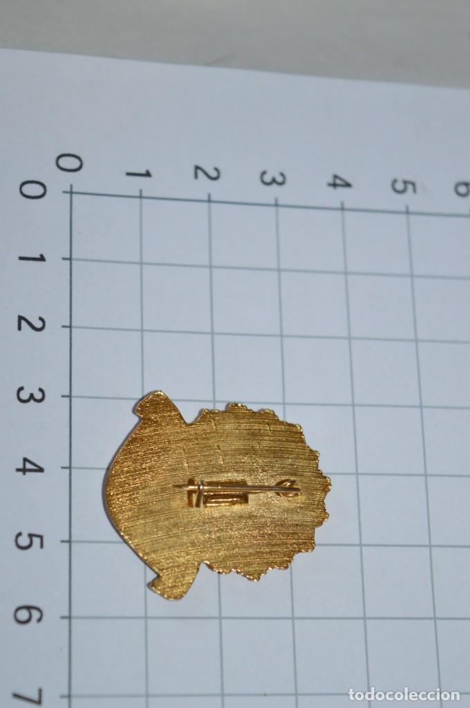 Antigüedades: Vintage - 3 Pins / Insignias - Antiguas, diferentes ADORADOR / ACION NOCTURNO / A ESPAÑOL / A ¡Mira! - Foto 6 - 209574323