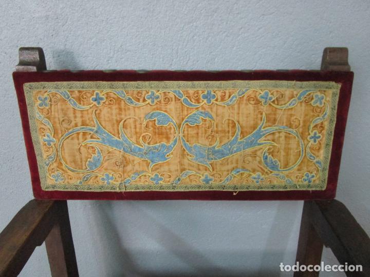 Antigüedades: Sillón Frailero - Madera de Nogal - Respaldo Bordado - Tapicería en Terciopelo - S. XVII-XVIII - Foto 8 - 209585303