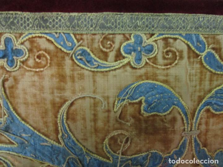 Antigüedades: Sillón Frailero - Madera de Nogal - Respaldo Bordado - Tapicería en Terciopelo - S. XVII-XVIII - Foto 11 - 209585303